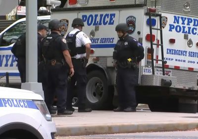 Shots Fired at Police in Manhattan Standoff Situation – NBC New York